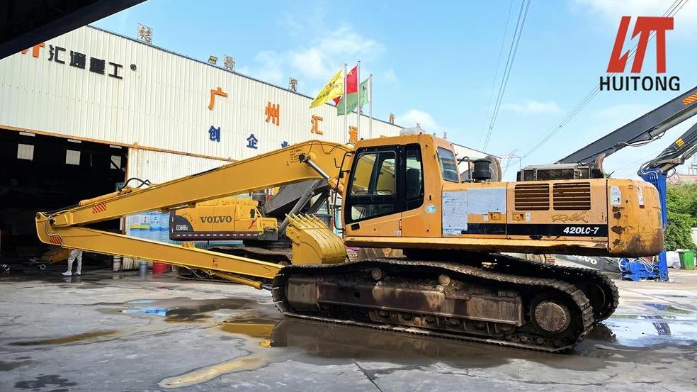 Long reach front manufacturers participate in bridge construction