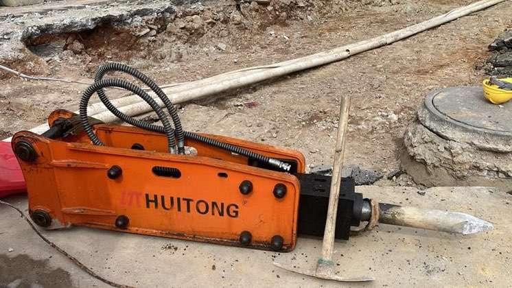 Is the hammer rock breaker drill rod leaking oil? Don't worry!