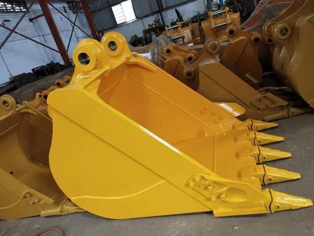 What kind of steel is better for thickening the komatsu excavator bucket?